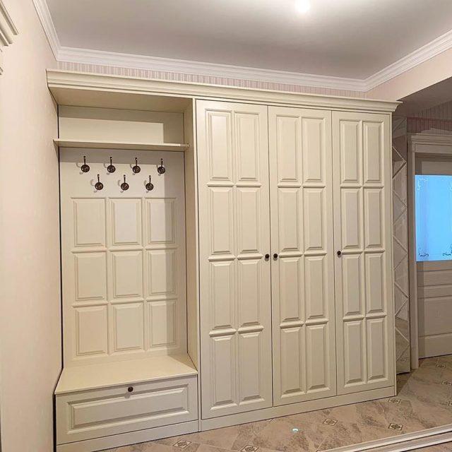 Шкаф-прихожая распашная